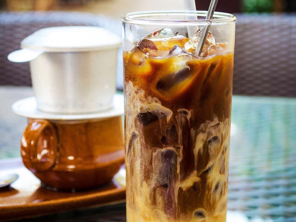 Cà phê sữa đá buổi sáng