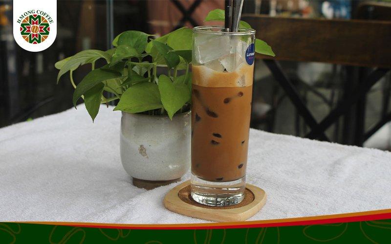 Cafe sữa đá thơm ngon, đắng nhẹ