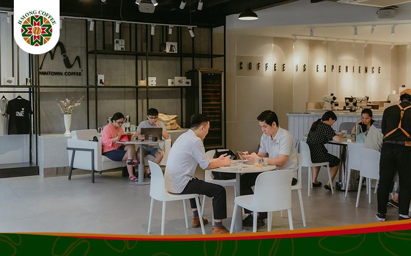Nhân sự phù hợp khi mở quán cafe rang xay